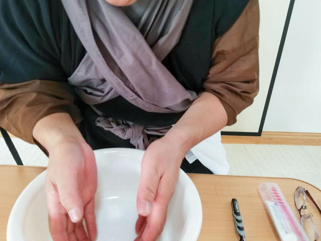 永平寺の洗面作法・ 洗面の作法1